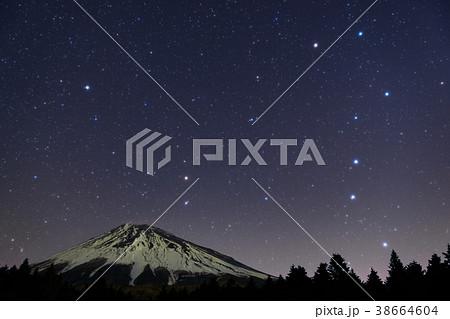 富士山と北斗七星 38664604