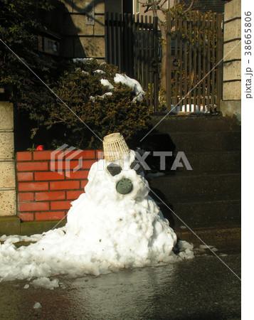 家の前の道の除雪の雪で作った雪達磨 38665806