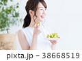 若い女性(ぶどう)  38668519
