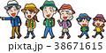 ハイキングに行く家族のイラスト素材 38671615