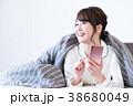 若い女性(スマホ) 38680049