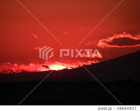 稲毛海岸の日没と富士山 38684937