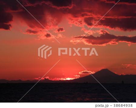 稲毛海岸の日没と富士山 38684938