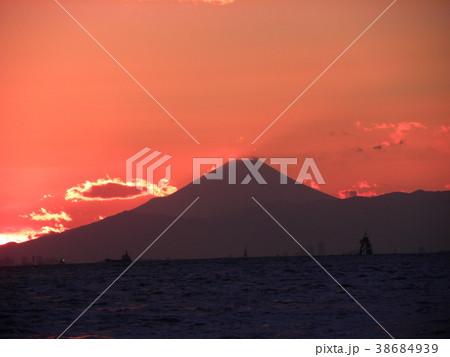 稲毛海岸の日没の後の富士山 38684939