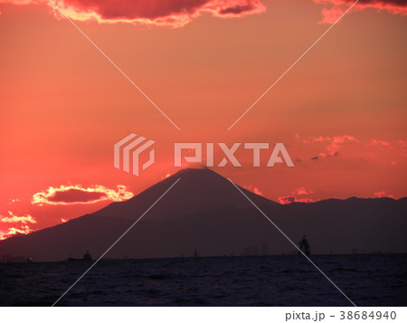 稲毛海岸の日没の後の富士山 38684940