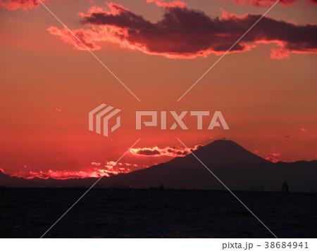稲毛海岸の日没の後の富士山 38684941
