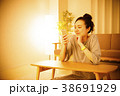 女性 夜 ライフスタイルの写真 38691929