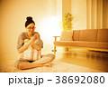 女性 夜 笑顔の写真 38692080
