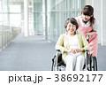 介護 女性 高齢者の写真 38692177