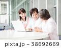 介護士 シニア 女性の写真 38692669