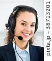 ヘッドフォン 電話をする 呼ぶの写真 38713201