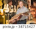アコースティック ギター 男の写真 38715427
