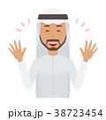 民族衣装を着たアラブの男性が両手を広げている 38723454