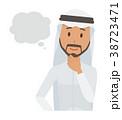 民族衣装を着たアラブの男性が想像している 38723471