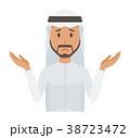 民族衣装を着たアラブの男性が肩をすくめている 38723472