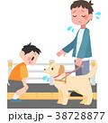 盲導犬に話しかけられて困る男性 38728877