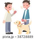 視覚障害者に話しかける男性 38728889