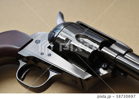 古いリボルバー拳銃 38730697