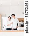 新生活 キッチン 夫婦の写真 38752861