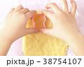 手 手作り お菓子作りの写真 38754107