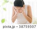 洗顔する若い女性 ビューティー 美容 38759307