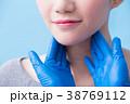 women with thyroid gland problem 38769112