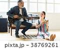 趣味を楽しむファミリー 38769261