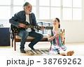 趣味を楽しむファミリー 38769262