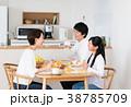 若い家族 38785709