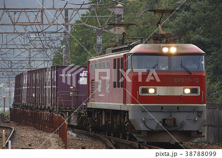 琵琶湖線を行く、EF510牽引の貨物列車 38788099