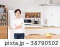 女性 キッチン ダイニングの写真 38790502
