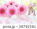 ピンクのガーベラ イースターエッグ 38792581