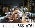 バンコクの夜の大通りの大渋滞 38810761