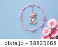 ピンクのガーベラ イースター 38823668