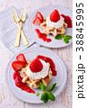 イチゴのワッフルケーキ 38845995