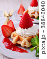 イチゴのワッフルケーキ 38846040
