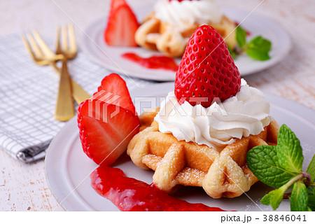 イチゴのワッフルケーキ 38846041