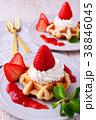 イチゴのワッフルケーキ 38846045