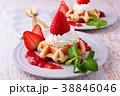 イチゴのワッフルケーキ 38846046