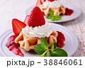 イチゴのワッフルケーキ 38846061
