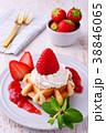 イチゴのワッフルケーキ 38846065
