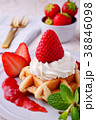 イチゴのワッフルケーキ 38846098