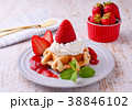 イチゴのワッフルケーキ 38846102