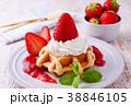 イチゴのワッフルケーキ 38846105