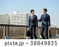 ビジネスマン 歩く 屋外の写真 38849835
