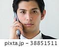 ビジネスマン 通話 スマートフォンの写真 38851511