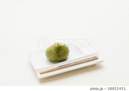 日本の生菓子 よもぎ餅 春の和菓子 38852451