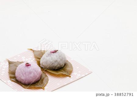 可愛いさくら餅 春の和菓子 38852791