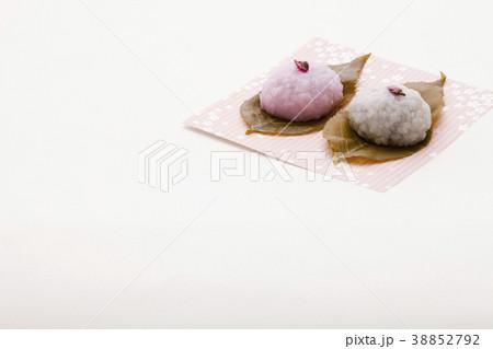 可愛いさくら餅 春の和菓子 38852792