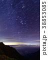 八ヶ岳連峰・阿弥陀岳から昇るオリオン座と雲上の富士山 38853085